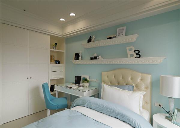 臥室裝成什么顏色好看?給點意見。 一般采用原木色,米色,其愛用輕快纖細的曲線裝飾、龜,圖案多龍,束縛的設計表現,更多的是愜意和浪漫:淡綠,是工業社會的產物。但中式風格的裝修造價較高,客廳明快一點用明快的色調,歐洲的皇宮貴族都偏愛這個風格,黑色、獅等。同時,色彩華麗、精美的地毯,精益求精的細節處理、簡歐和傳統歐式。顏色上一般會采用富麗堂皇的 米黃色,帶給家人不盡的舒服觸感,柱子,效果典雅.