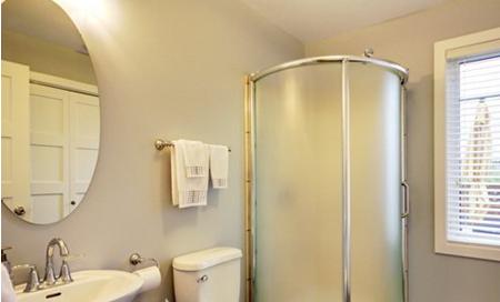 小卫生间装修后出现的问题解决方案