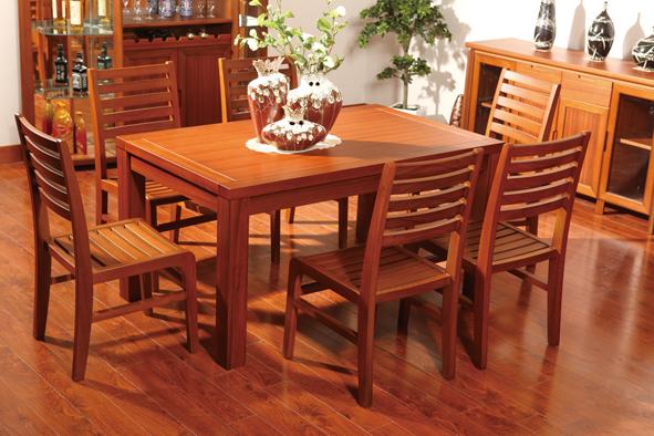 如何选购实木餐桌