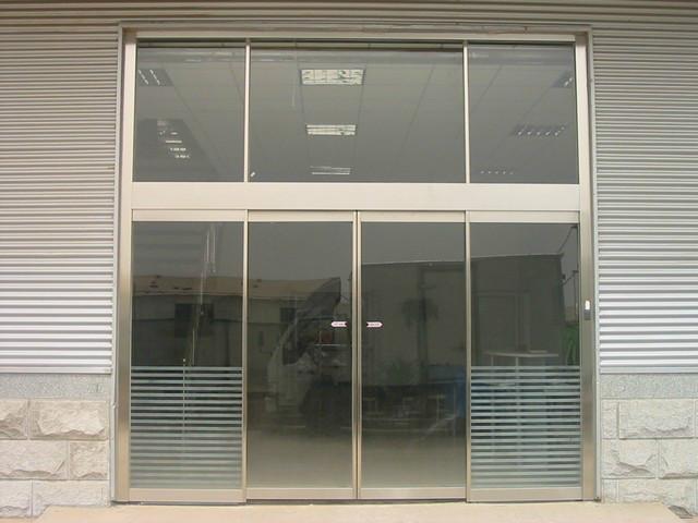 玻璃门是如何安装的?