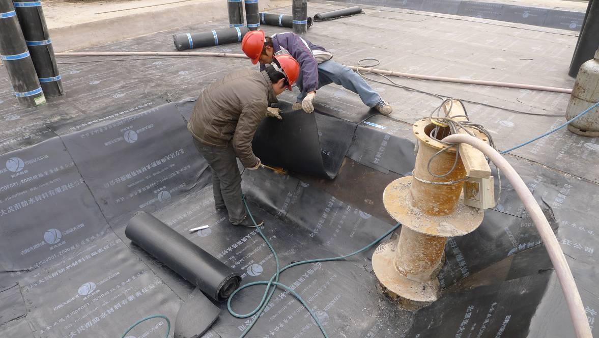 浅谈防水卷材的施工工艺