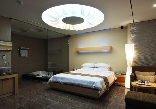 床头壁灯风水讲解,赶走霉运的壁灯风水