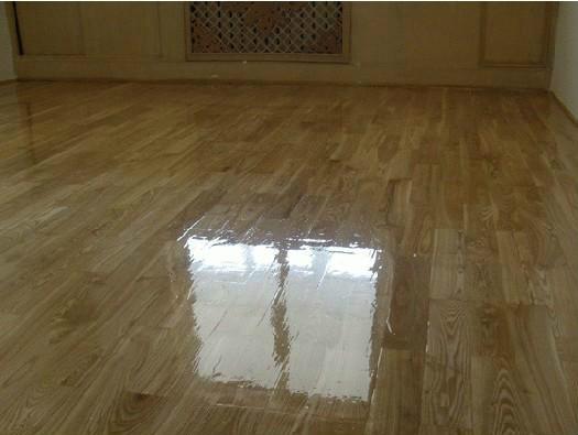 很多业主喜欢用木地板装饰地面