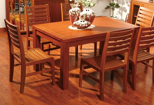 实木餐桌装饰效果图