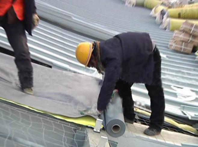 防水透气膜屋面铺设